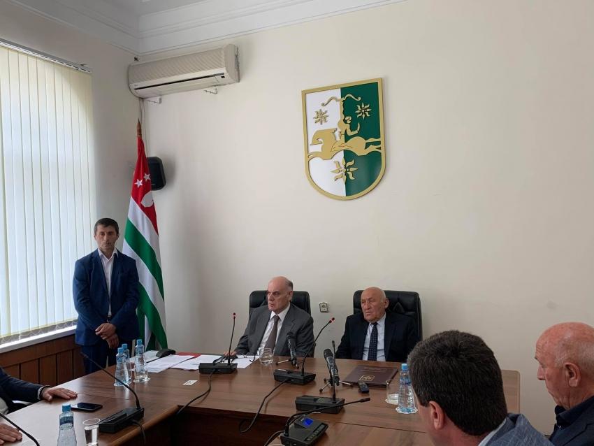 Президент Абхазии ответил на вопросы депутатов