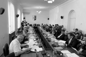 6 из 17: прерванное заседание сессии парламента