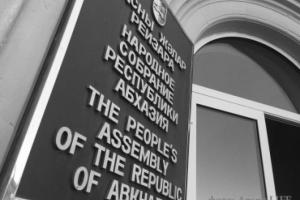 Как депутаты бюджет принимали: оранжерея, комитет и 15 миллионов на авто
